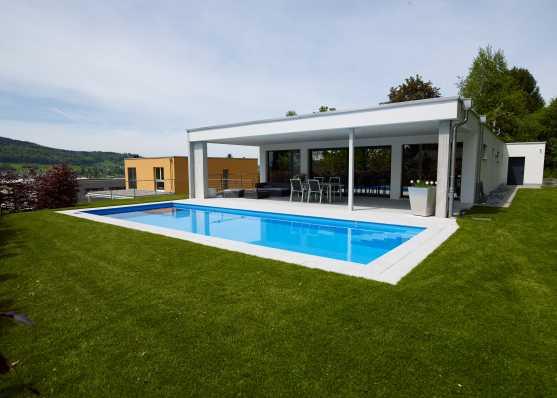 Edelweiss Schwimmbad vor Villa
