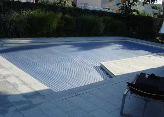 Rollladenabdeckung inklusive Treppenbereich mit Solarlamellen