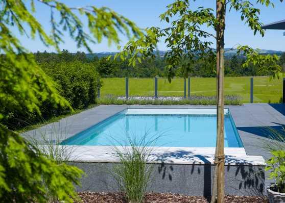Schwimmbad im Grünen