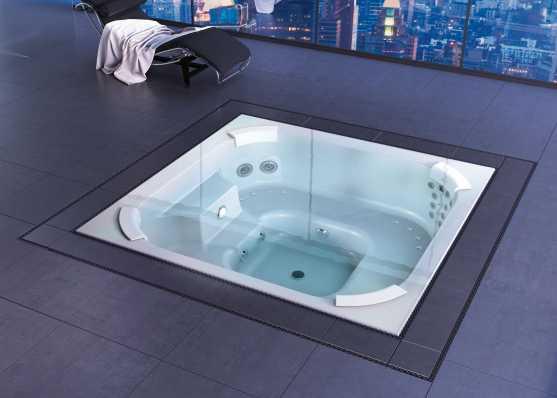 versenkter Indoor-Whirlpool mit Überlaufrinne