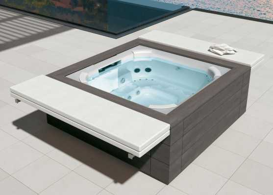 freistehender Outdoor-Whirlpool