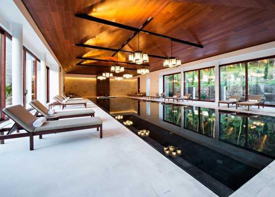 Edles Indoor Swimmingpool