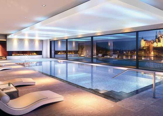 Indoor Schwimmbad mit Mosaik ausgekleidet