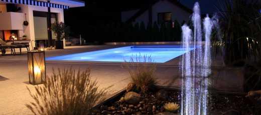 Springbrunnen Swimmingpool beleuchtet