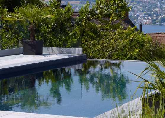 mit Granitplatten ausgekleideter Luxus Swimmingpool