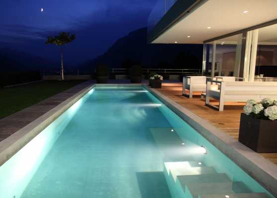 Luxus Swimmingpool in edlem Ambiente
