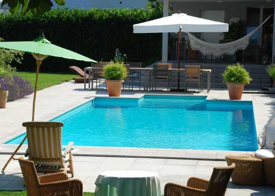 Luxus Schwimmbad mit diversen Finessen