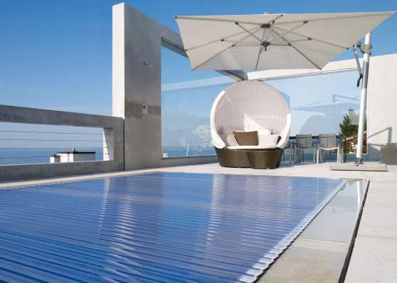 automatische Rollladenabdeckung mit Solarlamellen
