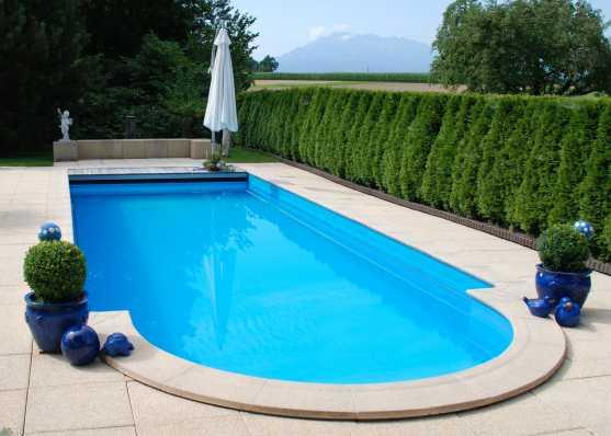 Swimmingpool mit Romatreppe