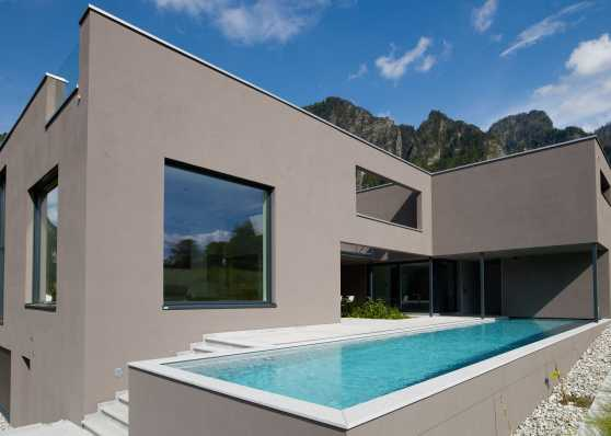 Luxus Swimmingpool an Hanglage