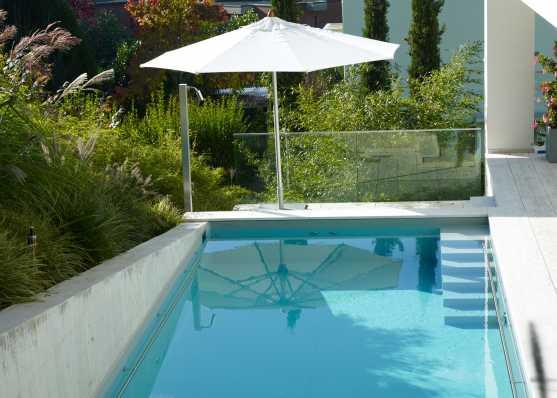 Herrlicher Ausblick mit luxuriösen Swimmingpool
