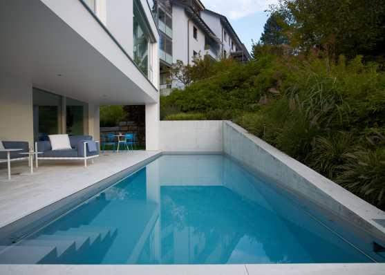 Harmonisch eingebettetes luxus Swimmingpool