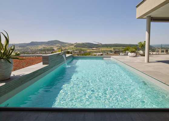 Swimmingpool mit herrlicher Aussicht