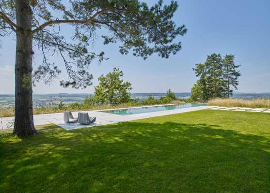 Luxus-Schwimmbad im Grünen
