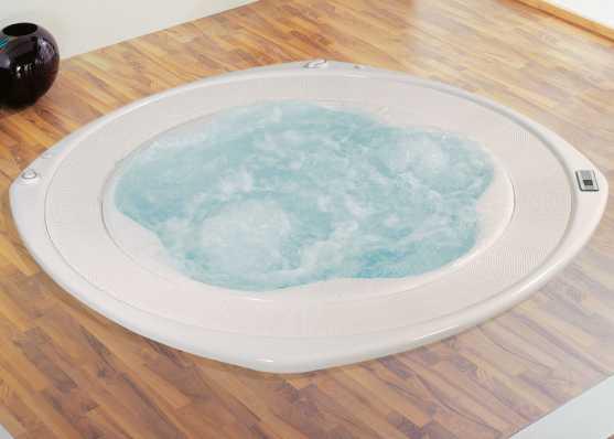 versenkter Whirlpool in stilvollem Ambiente