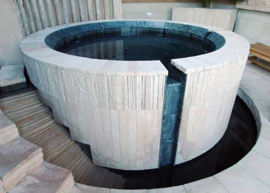 stilvoller Indoor-Whirlpool
