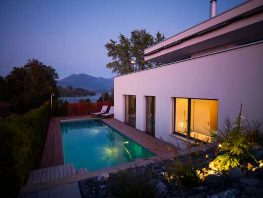 Gartenschwimmbad aus Edelstahl beleuchtet
