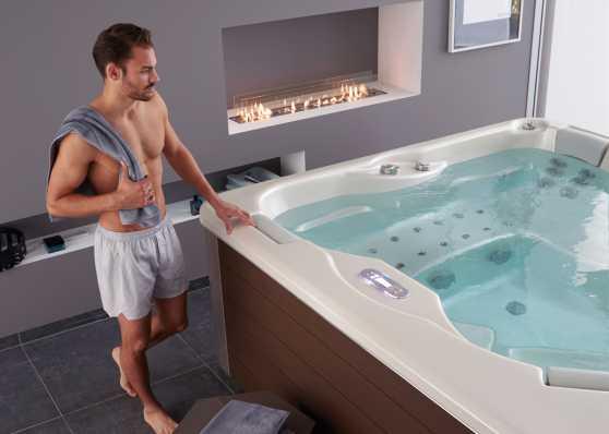 Modernes indoor Whirlpool von iSolaSpas