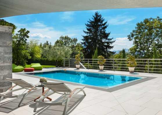 Privates Schwimmbad auf Terrasse