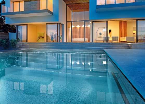 Herrliches Mosaik-Schwimmbecken