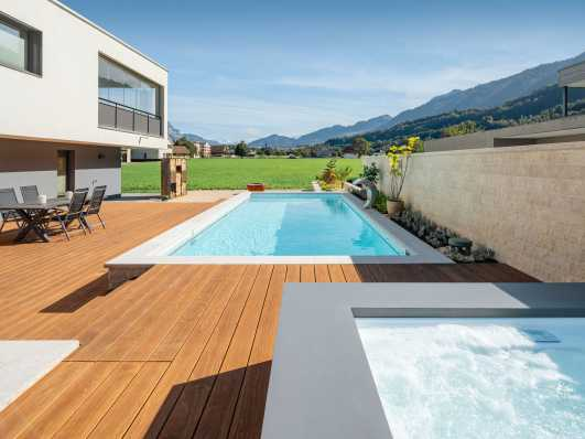 Schwimmbad mit Whirlpool an herrlicher Lage