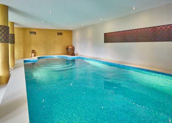 Indoor-Swimmingpool im eigenen Wohnhaus