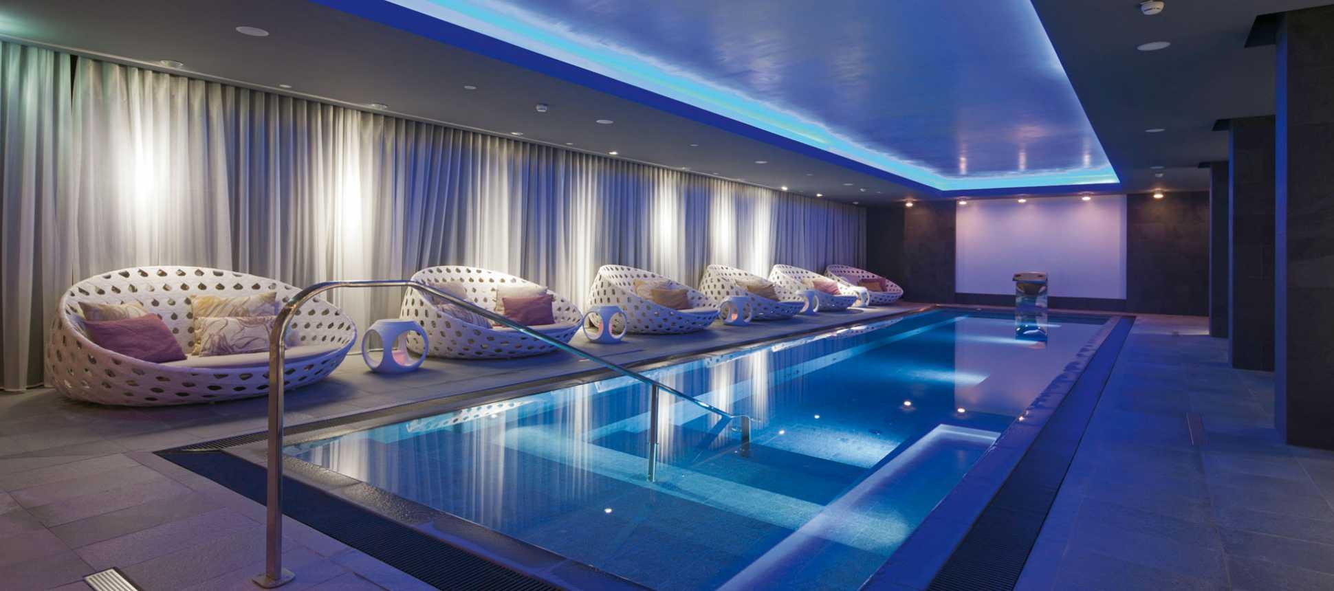 Swimmingpool Indoor Hallenbad