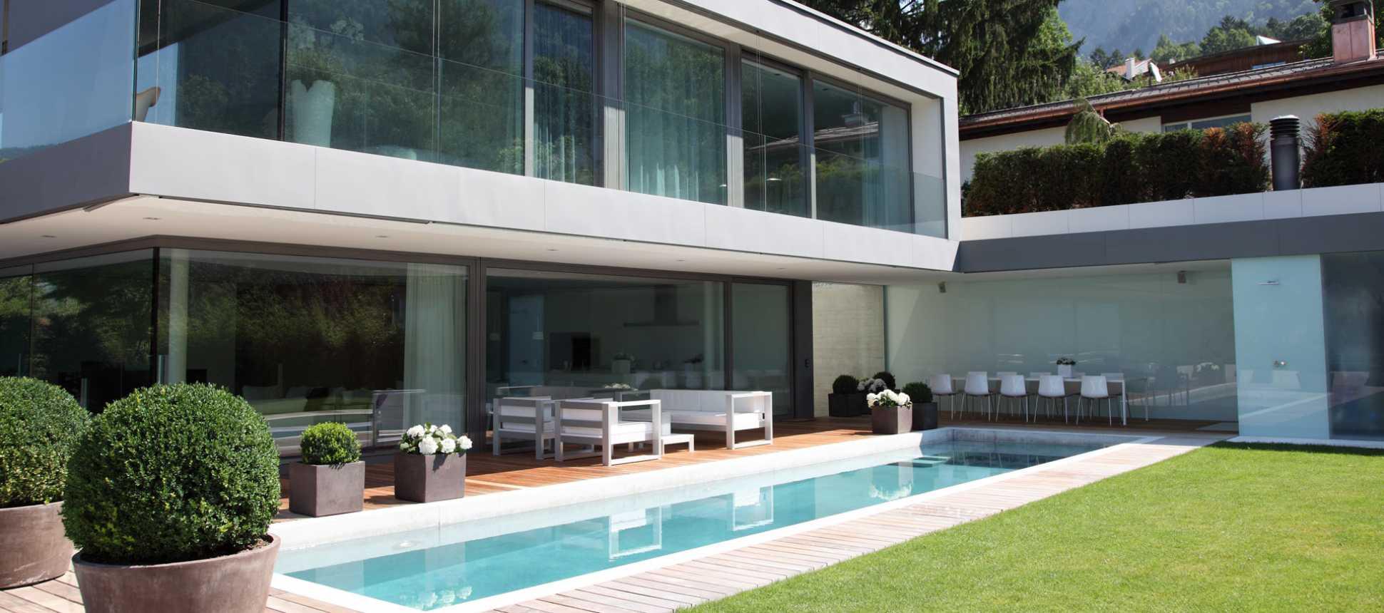 Traumhaus mit pool und garten  Traumhaus | AC Schwimmbadtechnik