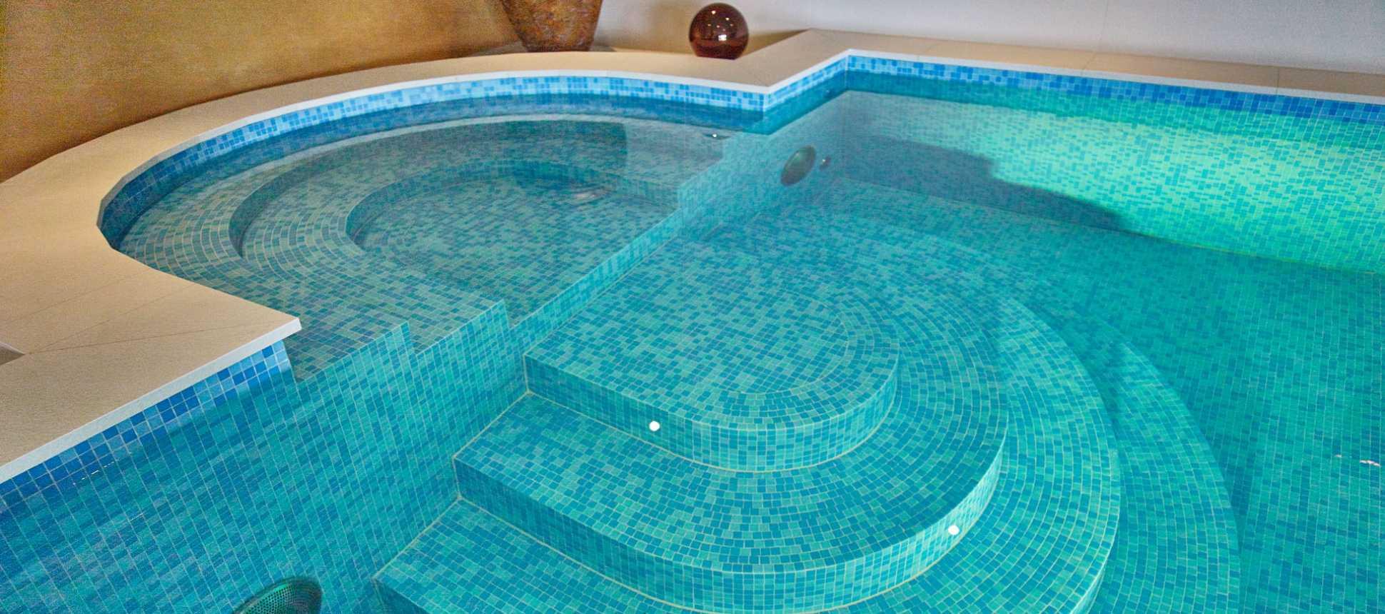 Schwimmbad Swimming Pool Sanierung und Bau