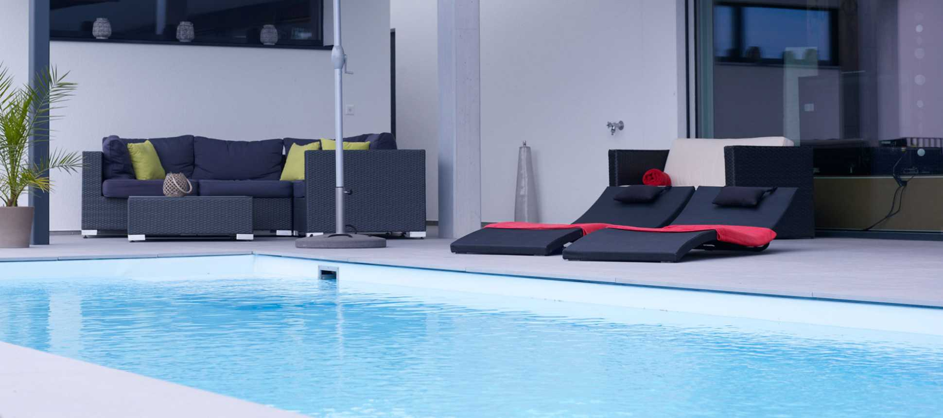 Swimmingpool mit Lounge
