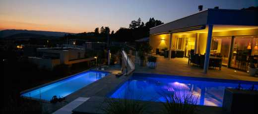 Swimmingpool abends